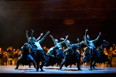 ©BC20150911_ORPHEEetEURYDICE_441-HOFESH-SHECHTER-COMPANY-DANCERS-WITH-ENGLISH-BAROQUE-SOLOISTS-(C)-ROH.-PHOTOGRAPHER-BILL-COOPER.png
