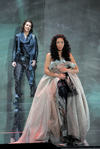 Joyce DiDonato as Romeo and Nicole Cabell as Giulietta [Photo by Cory Weaver courtesy of San Francisco Opera]