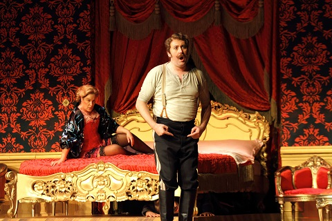 1425 ALICE COOTE AS OCTAVIAN, MATTHEW ROSE AS BARON OCHS c ROH. PHOTO CATHERINE ASHMORE.jpg