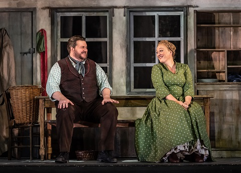 1513 James Rutherford as Peter, Michaela Schuster as Gertrud (C) ROH, 2018. Photographed by Clive Barda.jpg