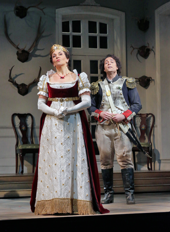 16-Phyllis-Pancella-(Marquise-of-Berkenfeld)-and-Alek-Shrader-(Tonio)-in-'The-Daughter-of-the-Regiment.'-Photo-(c)-Ken-Howard-for-The-Santa-Fe-Opera,-2015.png