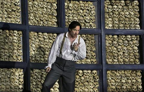 18 Stephen Costello (RomÈo) in 'RomÈo et Juliette' (c) Ken Howard for Santa Fe Opera, 2016.png