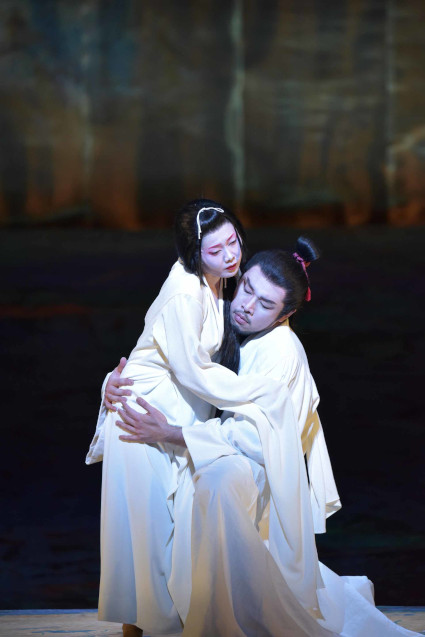 Scene from Asters [Photo courtesy of New National Theatre, Tokyo]