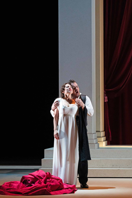 Scene from <em>Eugene Onegin</em> [All photos courtesy of New National Theatre, Tokyo]