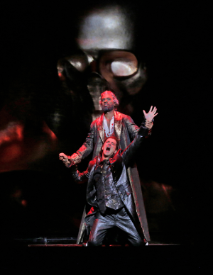21 Soloman Howard (Commendatore) and Daniel Okulitch (Don Giovanni) in 'Don Giovanni' (c) Ken Howard for Santa Fe Opera, 2016.png