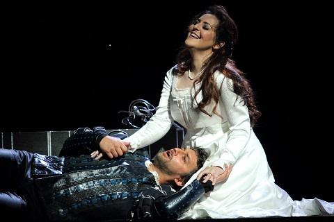 2796ashm_0570 JONAS KAUFMANN AS OTELLO, MARIA AGRESTA AS DESDEMONA (C) ROH. PHOTO BY CATHERINE ASHMORE.jpg