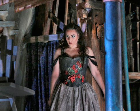 28-Nicole-Piccolomini-(Maddalena)-in-'Rigoletto'-(c)-Ken-Howard-for-Santa-Fe-Opera,-2015.png
