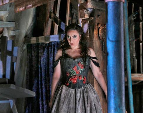 28-Nicole-Piccolomini-(Maddalena)-in-'Rigoletto'-(c)-Ken-Howard-for-Santa-Fe-Opera,-2015.png