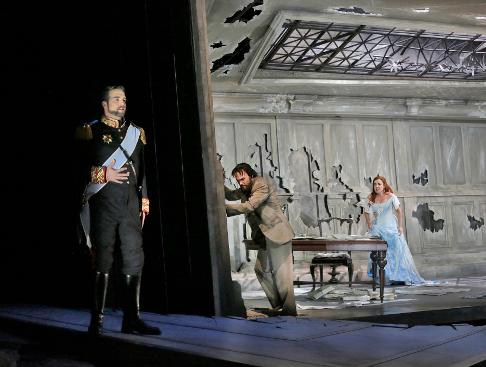 29 Brian Jagde (Narraboth), Ryan McKinny (Jochanaan), and Alex Penda (Salome) in 'Salome.' Photo © Ken Howard for Santa Fe Opera, 2015.png