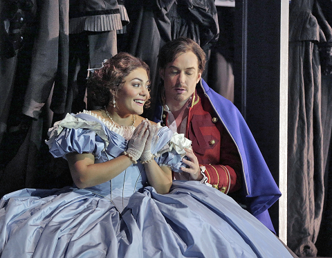 Ailyn Pérez (Juliette) and Stephen Costello (Roméo) in 'Roméo et Juliette' (c) Ken Howard for Santa Fe Opera, 2016