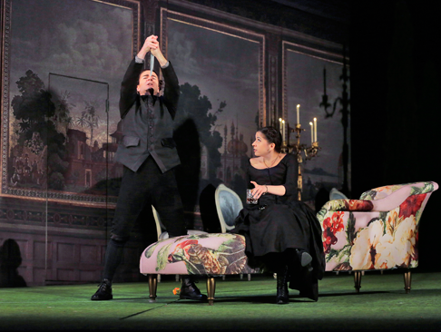 8-Joshua-Hopkins-(Nardo)-and-Laura-Tatulescu-(Serpetta)-in-'La-Finta-Giardiniera.'-Photo-©-Ken-Howard-for-Santa-Fe-Opera.png