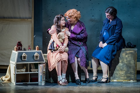 Aida Ippolito as TotÚ, Anne Sophie Duprels as Zaz‡, and Ellie Edmonds as Natalia.jpg