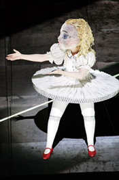 Alice in Wonderland (Photo by Wilfried Hoesl, courtesy of Die Bayerische Staatsoper)