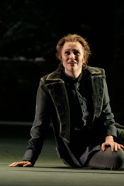 Anja Kampe as Fidelio (LAO, photo by Robert Millard)