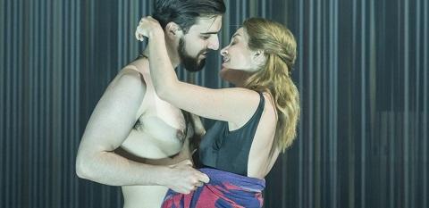 Ben Edquist (Remo), Lauren Zolezzi (Nuria) credit Johan Persson.jpg