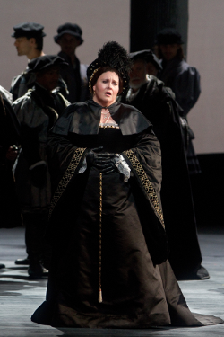 Angela Meade as Anna Bolena [Photo by Marty Sohl/Metropolitan Opera]