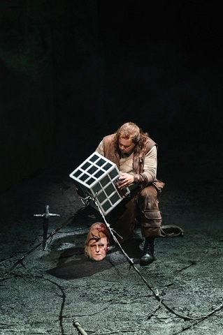 Brindley Sherratt as Fafner , Stefan Vinke as Siegfried (C) Bill Cooper.jpg