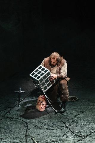 Brindley Sherratt as Fafner , Stefan Vinke as Siegfried (C) Bill Cooper.jpg