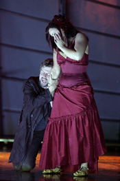Alice Coote (Carmen) and Julian Gavin (Don Jos) [Copyright English National Opera and Tristram Kenton]