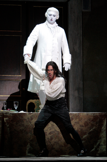Ildebrando D'Arcangelo (front) as Don Giovanni with Ievgen Orlov as the Commendatore. (Photo: Robert Millard)