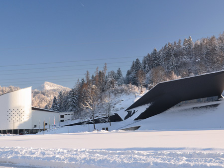 The Passion Play House (left) and the new Festspielhaus in Erl Austria (Tyrol) (Photo: Peter Kitzbichler / Tyrolean Festival Erl)