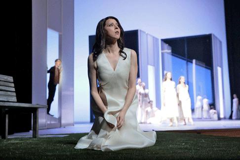 Eurydice---LA-Opera-(c)-Ken-Howard-1.png