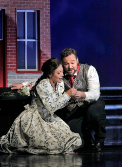 Ailyn Pérez as Marguerite and Bryan Hymel as Faust [Photo by Ken Howard courtesy of Santa Fe Opera]