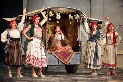 <em>Il turco in Italia</em>, Garsington Opera 2017