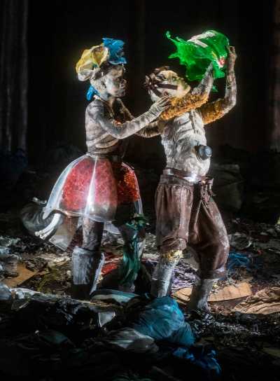 Lenneke Ruiten as Gretel and Kate Lindsey as Hänsel [Photo by Marco Borggreve]