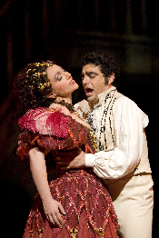 Rolando Villazón as Hoffmann and Christine Rice as Giuletta (Photo by Bill Cooper courtesy of Royal Opera House)