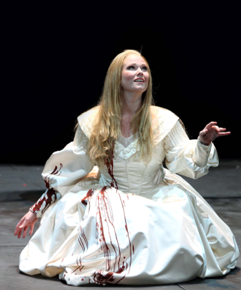 Jessica Pratt as Lucia di Lamermoor [Photo by Marcello Orselli]