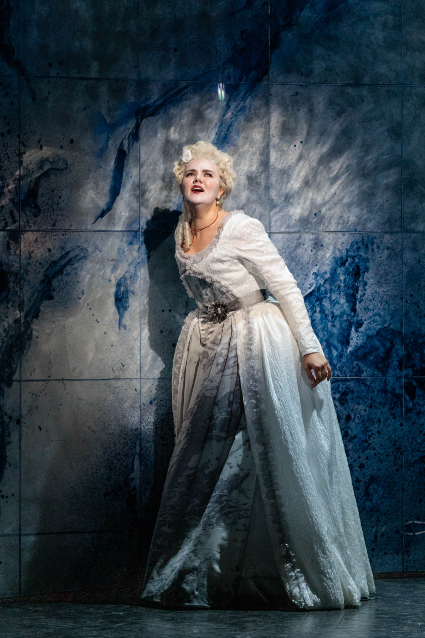 Yelena Dyachek as Marie Antoinette [Photo: Karli Cadel/The Glimmerglass Festival]