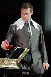 Simon Keenlyside as Rodrigo [Photo by Catherine Ashmore courtesy of the Royal Opera House]