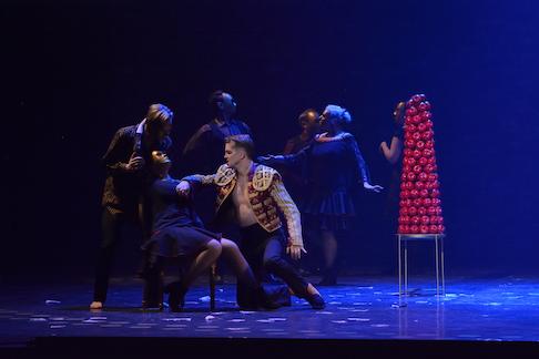 MB Opera Don Giovanni, Daniel Okultich (Don Giovanni) and MO Chorus, 2018. Photo - R. Tinker (1).jpg