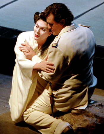 Madama Butterfly and Pinkerton [Photo by Monika Rittershaus]