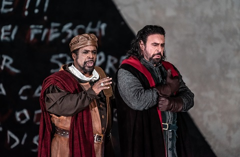 Mark Rucker as Paolo, Carlos Álvarez as Boccanegra Clive Barda.jpg