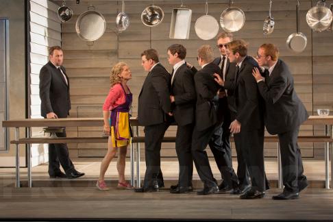 Matthew-Rose-Osmin-Susanna-Andersson-Blonde-Garsington-Opera-Chorus-in-Die-Entfuhrung-aus-dem-Serail-Garsington-Opera-2013-credit-Johan-Persson.png