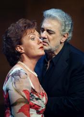 Waltraut Meier (Sieglinde), Plácido Domingo (Siegmund) [Photo: Antoni Bofill]