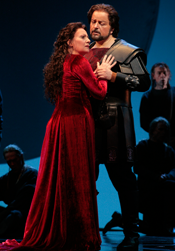 Hasmik Papian (Norma) and Franco Farina (Pollione) [Photo: Beatriz Schiller]