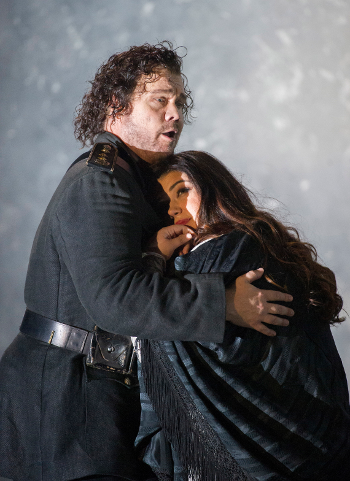 Stuart Skelton as Otello and Leah Crocetto as Desdemona [Photo by Alastair Muir]