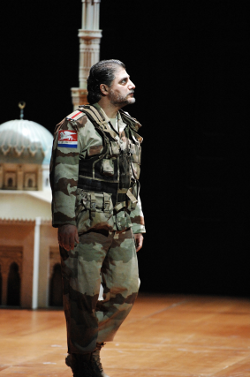 Jose Cura as Otello [Photo by Suzanne Schwiertz courtesy of Opernhaus Zurich]