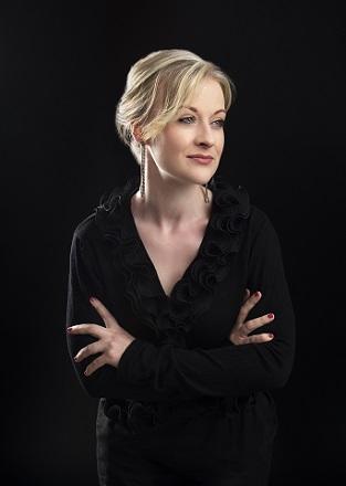 Raphaela Mangan mezzo soprano.jpg