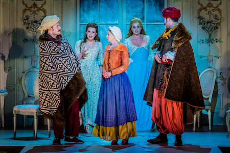 Nick Pritchard as Ferrando, Kitty Whately as Dorabella, Sarah Tynan as Despina, Eleanor Dennis as Fiordiligi and Nicholas Lester as Guglielmo in Così fan tutte © Robert Workman