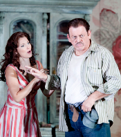 SCHICCHI-209-BENGTSSON AS LAURETTA&ALLEN AS SCHICCHI-(C)PERSSON.png