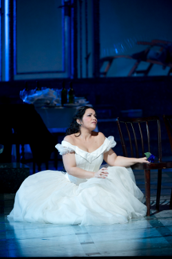 Eglise Gutiérrez as Amina [Photo by Bill Cooper courtesy of The Royal Opera House]