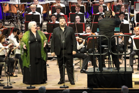 Stephanie Blythe (Fricka) and James Rutherford(Wotan) with Andris Nelsons and TMCO (Hilary Scott).png