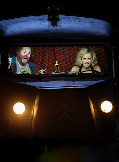 Tannhäuser and Venus in love bus [Photo © Bayreuther Festspiele / Enrico Nawrath]