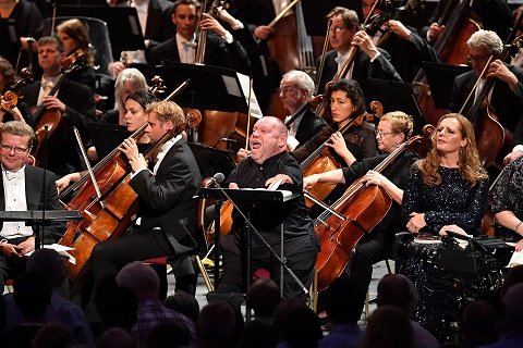 Thomas Quasthoff performs in Schoenberg's Gurrelieder with the London Symphony Orchestra conducted by Sir Simon Rattle.jpg