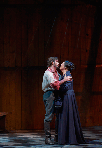 Adrianne Pieczonka as Tosca and Marcelo Puente as Cavaradossi [Photo by Michael Cooper]