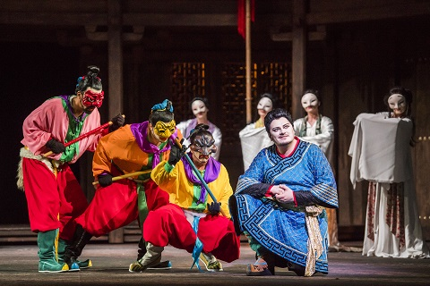 Turandot-ROH-701 MICHEL DE SOUZA AS PING, PAVEL PETROV AS PONG, ALED HALL AS PANG, ALEKSANDRS ANTONENKO AS CALAF (C) ROH. PHOTO BY TRISTRAM KENTON.jpg